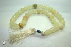 Beads from white agate of 12 mm.