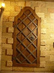 Двери в стиле средневековья