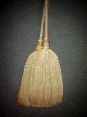 Метла из сорго  (с деревяной ручкой)