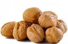 Целый грецкий орех