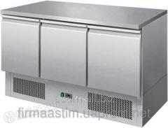 Table refrigerating 3-door with a working surface