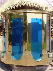 """Rivestimento in acciaio inox lucidato a specchio (o tappetino) sotto il colore """"oro"""" (nitruro di titanio), """"blu"""" (ossido di titanio), """"bronzo"""", """"rame"""""""