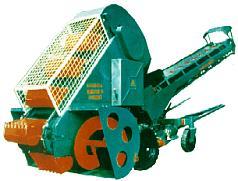 Self-propelled kovshovy shnekovy loader of