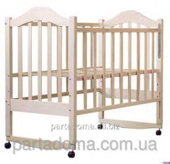 Кроватка Дина клен ,опускание боковушки, качалка, регулировка дна, колеса не лакированная в кульке, светлая ,без лака