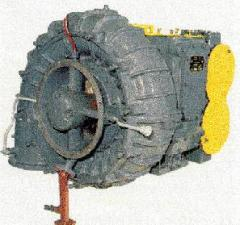 The turbocompressor is left, TK34-H04092