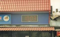 Видеоэкраны уличные, часы-табло с термометром,