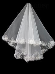 The veil embroidered with payetka 005