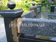 Гранитные цоколя, гранитные столы, скамейки и