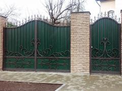 Заказать ворота с елементами ковки в Бородянке