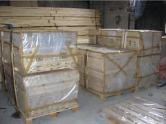 Tábuas, pranchas, ripas de madeira maciça