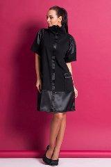Черное платье с атласными вставками