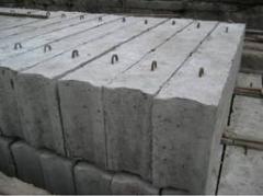 Blocks base of heavy concrete