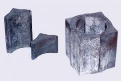 Refractory silicon carbide products on alumina-silicate bond