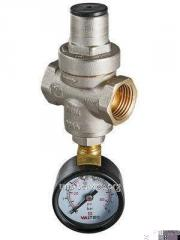 Reducer of pressure piston with the manometer