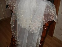 Veil with a gold embroidery