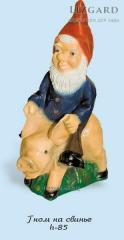 #1021 / the Gnome on a pig *