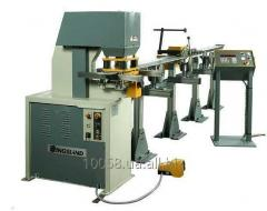The automatic transfer line for a punched hole of