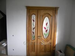 Interroom door with a decor