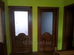 Дверь со стеклом и декоративным рисунком