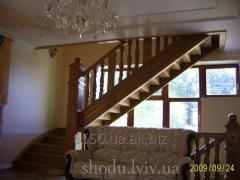Лестница из натурального дерева светло-коричневая