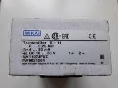 Pressure converter, sensor of level of common