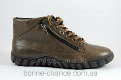 Men's leather winter boots on natural fur.