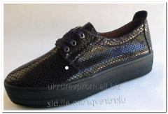 Women's leather gym shoes of a slipona. Model