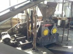Stisknutím tlačítka roller briketovací palivo