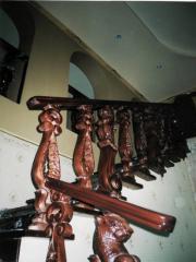 Лестница маршевая с элементами резьбы, лестница из