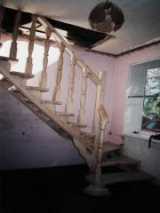 Лестница маршевая с поворотом из натурального