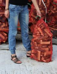 Sale oak firewood, packaged in bags of euros