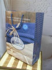 Gift package from paper of rope handles