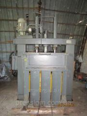 Specify the prices                        Press for packing of scrap metal, Chinese. Year of release - 2008. The press for scrap metal completely in working order, without development, investments and repairdoes not demand. At present is on preserva