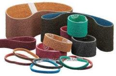 Infinite sanding belts for processing of edges of