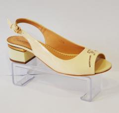 Barefoot persons beige Foletti 401
