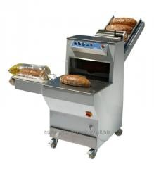 Automatic bread slicer with the mechanism of