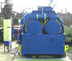 The swath press for briquetting of magnesite ore.