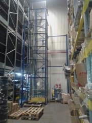 Mast (console) elevator