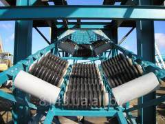Roller conveyor lined by the rubber rings