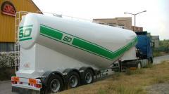Camioane transportatoare de ciment