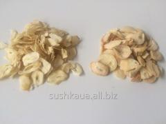 Garlic dried in flakes