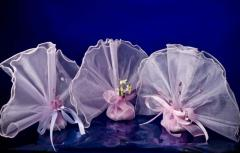 Bonbonnieres are made of organza of pink color.