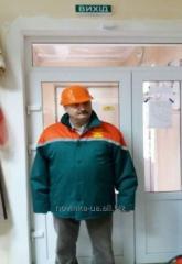 Куртка зимняя зеленого цвета с ораньжевой кокеткой и отложным воротником