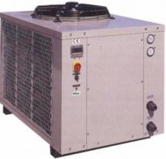 Compressor and condenser uni
