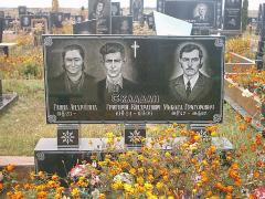 Monument family 3