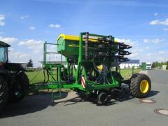 Grain pneumatic seeder of John Deere 750A
