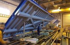 Опрокидывающий формовочный стол с подъемным приспособлением для ЖБИ