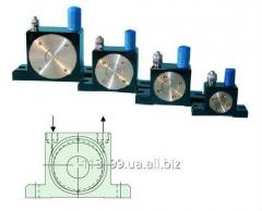 Pneumatic OR vibrators of roller type