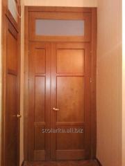 Высокие межкомнатные двери из натурального дерева,
