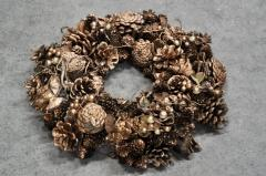 The wreath is oak Christmas. It is decorated by